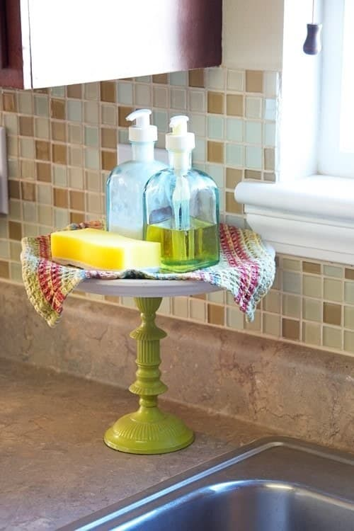 cake stand as sink organizer #HomeDecor