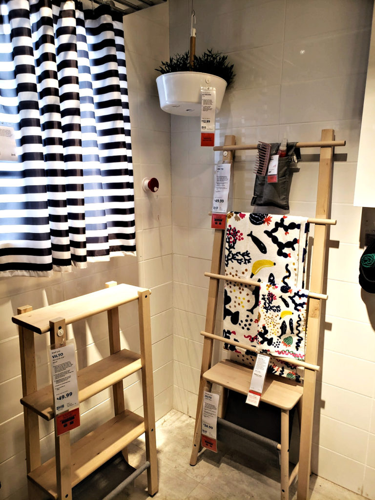 Vertical towel storage