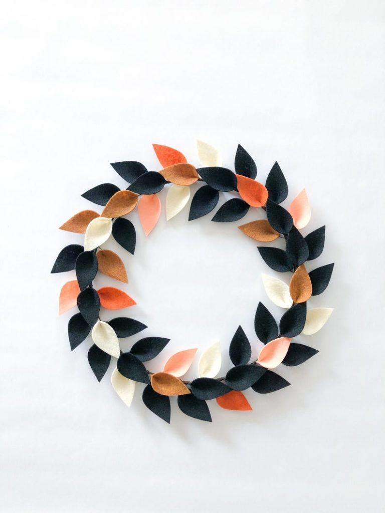 Minimal fall wreath idea